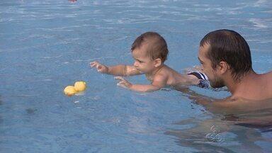 Manaus recebe palestra sobre natação para bebês - Acompanhe a matéria do Globo Esporte e veja como a atividade pode ser feita.
