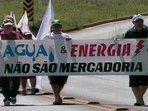 Protesto bloqueia a BR-153 em Erechim, RS - Manifestação foi organizada pelo Movimento dos Atingidos por Barragens.
