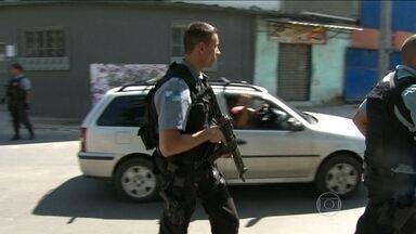 PM faz mudanças em treinamento de policiais que trabalham em UPPs do Complexo do Alemão - Também haverá um reforço no patrulhamento das comunidades. A medida foi anunciada nesta sexta-feira (14), um dia depois da morte do subcomandante da UPP.