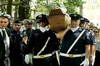 Paulo Goulart é enterrado no Cemitério da Consolação - O corpo do ator Paulo Goulart foi enterrado no Cemitério da Consolação, na capital. Mais de dez mil pessoas passaram pelo velório no Theatro Municipal.