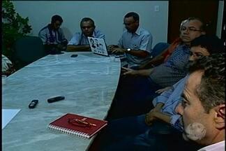 Comissão a favor do Canal do Sertão se reúna em Petrolina - Integrantes da comissão a favor da construção do Canal do Sertão na região do Araripe e a direção da Codevasf se reuniram na tarde de hoje para discutir a ampliação do projeto.
