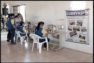 Projeto no Norte de Minas ensina produtoras rurais duas novas profissões - Projeto é desenvolvido pela Codevasf. Por meio dele as produtoras se tornam costureiras e técnicas em manutenção das máquinas