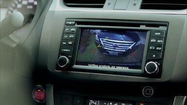 Novo Sentra chega ao mercado reformulado - O sedã médio da Nissan investe em tecnologia ao integrar gps, câmera de ré e sistema de áudio em um computador de bordo.