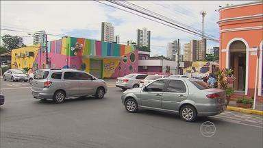 Na Rua da Harmonia, sinalização foi instalada mas trânsito continua complicado - É uma área muito movimentada, especialmente em horário escolar.