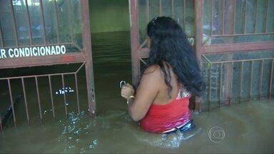 Famílias desalojadas pela chuva têm as casas saqueadas no Norte do país - Quase 30 mil famílias foram atingidas pela cheia na região norte do país. E, além de ter de sair de casa, muitas famílias enfrentam ainda o medo dos saques.