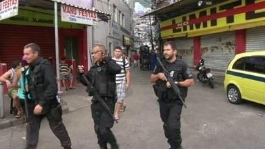 Polícia desmonta quadrilha que aplicava golpe no Rio - Os policiais fizeram uma grande operação para cumprir 16 mandados de prisão e 43 de busca e apreensão, nas comunidades da Rocinha e no Vidigal, nesta quinta-feira (20).