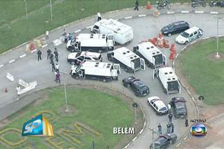 Polícia tenta levar 100 presos ao Centro de Detenção Provisória do Belém - Greve dos agentes penitenciários impede que seja feita a transferência de presos. Tropa de Choque está no local para reforçar a segurança durante a negociação com os grevistas.
