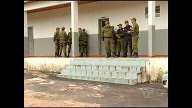PMs serão investigados por cobrança de dinheiro para liberar carro - Militares presos pelo crime de concussão já estão no quartel do 3º BPM. Eles foram presos nesta quarta-feira após denuncia feita a corregedoria.