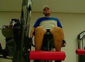 Educador físico fala sobre como ter boa forma física sem suplementos ou anabolizantes - Airton Tavares afirma que, primeiro, é importante ter regularidade nos exercícios.