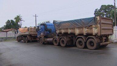 Batalhão Ambiental apreende caçamba que transportava minério de forma irregular - Batalhão Ambiental apreende caçamba que transportava minério de forma irregular