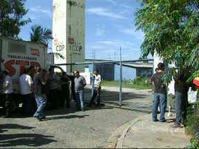 Grevistas entregam chaves de CDP para Polícia Civil alojar presos em Sorocaba - Depois de quase 10 horas de espera, os 30 presos que aguardavam liberação em frente ao Centro de Detenção Provisória (CDP) de Sorocaba (SP) foram levados para dentro da unidade por policiais civis.