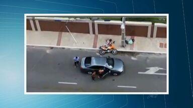 Em depoimento, tenente da PM diz que matou dupla ao reagir a assalto para proteger filha - Crime ocorreu na tarde de quarta-feira. Policial de Pernambuco é suspeito de matar dupla.