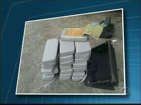 Polícia Rodoviária Federal apreende vinte e cinco quilos de crack - A droga estava escondida em um carro.