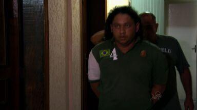 Jovens com sonho de ser jogador de futebol são enganados por 'olheiro' em São Paulo - Jovens contam que sofriam abuso e passavam fome na residência em São Bernardo.