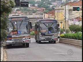 24% dos usuários do transporte público de Bauru acham serviço ruim - As principais reclamações foram em relação ao preço da tarifa, a superlotação em horário de pico e a espera nos pontos de ônibus. Ao todo, 1,2 mil pessoas foram ouvidas e, 40% delas acham que o sistema é regular.