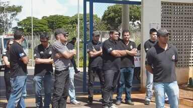 OAB de Jaboticabal pede que cadeia não receba mais presos - Excesso de detentos se agrava com greve de agentes penitenciários.