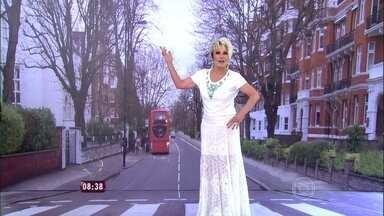 Mais Você reproduz rua londrina que ficou famosa com foto dos Beatles - Ana Maria brinca de atravessar a Abbey Road em cenário montado no programa