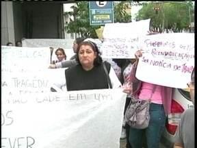 Moradores de condomínio protestam em frente à Caixa Econômica de Lages - Moradores de condomínio protestam em frente à Caixa Econômica de Lages devido a vazamento de gás