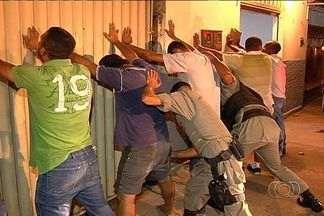 Polícia Militar realiza operação no comércio do Setor Garavelo, em Aparecida de Goiânia - Ação foi realizada em conjunto com a prefeitura com o objetivo de afastar os criminosos.