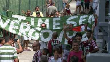 Fluminense treina para última rodada do Carioca com cobrança da torcida - Clima ficou pesado após derrota para o Horizonte, pela Copa do Brasil. Conca foi poupado do treino por dores musculares na coxa direita.