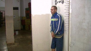 Guarda prende suspeito de arrombar parquímetro - Ele confessou o crime.