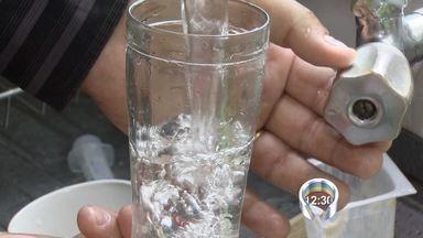 Rompimento de redes mistura água e esgoto em bairro de Jacareí, SP - Problema foi identificado no Jardim Santo Antônio da Boa Vista na quarta-feira. Após três dias, Saae libera uso da água das torneiras.