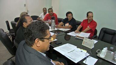 Professores em greve devem avaliar proposta em Várzea Grande (MT) - Os professores que estão em greve devem avaliar uma proposta em Várzea Grande.