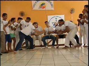 Grupos de capoeira se reúnem para homenagear criador do ritmo regional - Grupos de capoeira se reúnem para homenagear criador do ritmo regional