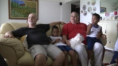 Cerca de 370 famílias aguardam na fila de adoção no DF - A espera é grande porque muitas famílias querem um perfil específico de criança. Enquanto isso, outras famílias dão exemplo de felicidade em meio às diferenças.