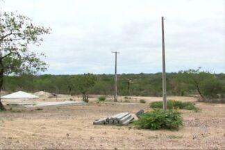 Obras que levariam energia elétrica ao povovado de Itamotinga são interrompidas - Os moradores compraram eletrodomésticos assim que as obras começaram, há um ano, mas ainda não conseguiram utilizá-los.