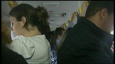Governo lança campanha contra o assédio sexual a mulheres nos ônibus do DF - O objetivo é estimular a denúncia. Atualmente, apenas uma vítima em cada dez procura a polícia. O crime pode dar até dez anos de prisão.