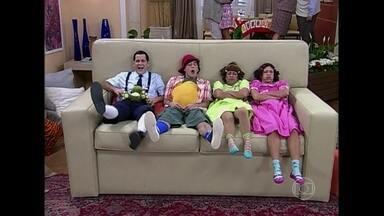 Reveja a criançada de Zorra Total sentada no sofá - Divirta-se com quadro que foi ao ar em 2011