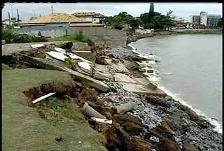 Avanço do mar na praia da Tartaruga traz preocupação em Rio das Ostras - Muros, quiosques, calçadas e jardins são engolidos, no interior do RJ.Problema persiste há dez anos e prefeitura ainda elabora projeto.