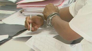 Suspeito de aplicar estelionato é preso em Ribeirão Preto, SP - Homem foi detido por fechar contrato em nome de agência de viagens.