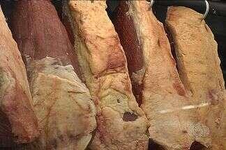 Preço da arroba do boi gordo atinge valor histórico em Goiás - A falta de pasto eleveou o valor da carne e os frigoríficos já estão repassando esse aumento.