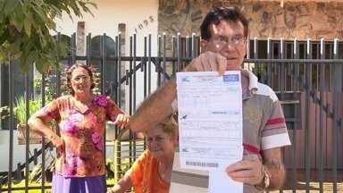 Moradores de Sarandi estão confusos com a nova cobrança da conta de água - Muitos vão até a central do departamento de água do município em busca de informações