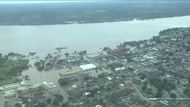 Chuva deixa milhares de pessoas desabrigadas em Rondônia - A Defesa Civil estima que mais de 16 mil pessoas estejam desabrigadas ou desalojadas. Em Porto Velho, o rio avança pela cidade.
