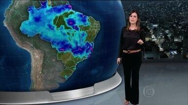 Terça-feira (25) terá chuva no Norte do brasil - Temporais podem acontecer a qualquer momento por causa do calor e do tempo úmido. Tempo fica aberto nas regiões Sul e Nordeste e em Mato Grosso do Sul. Temperatura deve subir em São Paulo. No Rio, máxima será de 28°C.
