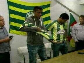 Ypiranga apresenta dois novos reforços para as fase finais da Divisão de Acesso - Volante Gil e zagueiro Anderson são os nomes dos atletas.