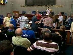 Enfermeiros de UBS de Rio Grande, RS protestam por pagamento de horas extras - Além disso, categoria reclamou da falta de profissionais.