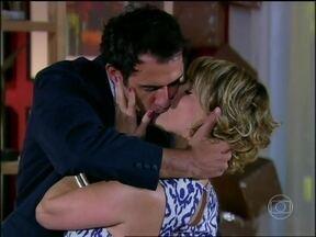 Caras e Bocas - capítulo de terça-feira, dia 25/03/2014, na íntegra - Antônio comemora a decisão de Anita de se casar com ele
