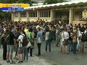 Estudantes da UFSC e Polícia entram em confronto no campus da universidade - Estudantes da UFSC e Polícia entram em confronto no campus da universidade
