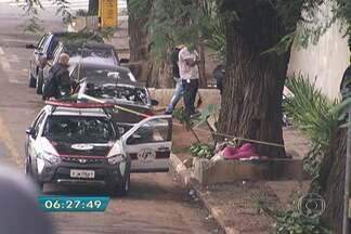 Polícia diz ter imagem que mostra suspeito de esquartejar corpo em SP - Câmera gravou homem com carrinho 1h15 antes de partes serem achadas.Vídeo, que é a única pista até o momento, não mostra rosto do suspeito.