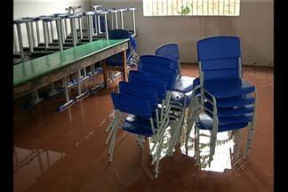 Alunos de uma escola em Ananindeua estão sem aula por causa da chuva - Alunos de uma escola em Ananindeua estão sem aula por causa da chuva