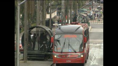 Prefeitura desiste da ação que manteria passagem mais barata em Curitiba - Ação impedia na justiça a retirada de vários itens pagos aos donos de empresas de ônibus.