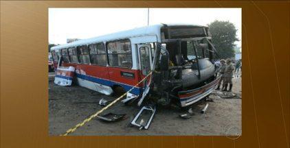 Cinco pessoas são indiciadas por homicídio culposo por acidente com ônibus de Santa Rita - Acidente aconteceu em 2013 e quatro pessoas morreram.