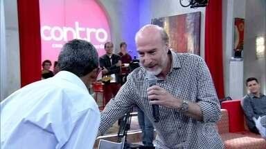 Convidados reconhecem a importância de seu Raimundo no palco - Fátima lê texto do ex-mendigo