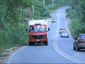 Estrada que liga Sorocaba a Iperó gera preocupação em motoristas - A situação da estrada que liga Sorocaba (SP) a Iperó (SP) está perigosa. Falta duplicação, acostamento e o perigo é constante para motoristas e pedestres.