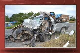 Três pessoas morrem e uma fica ferida após acidente na Bahia - Veículos bateram de frente na BR-407, no norte do estado.