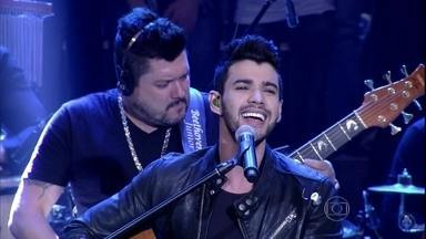 Gusttavo Lima se apresenta no programa Altas Horas - Cantor interpreta 'Fui Fiel', canção de sue novo disco